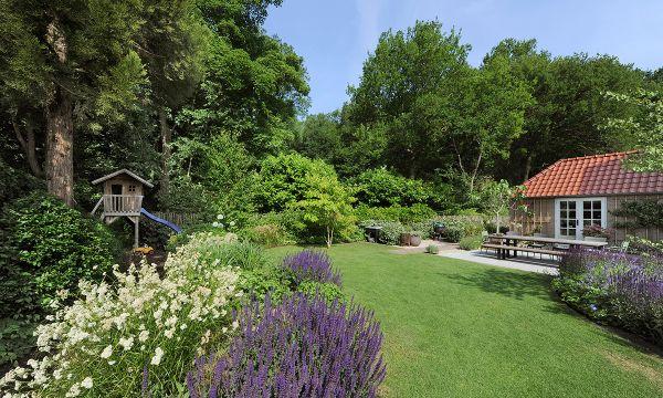 Een luxe tuin vol leven