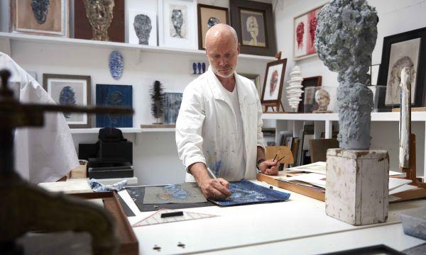 Mart Visser exposeert kunst en Haute Couture