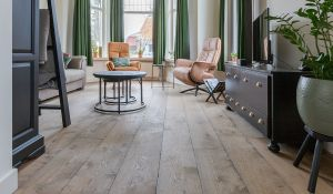 De warmte van een houten vloer
