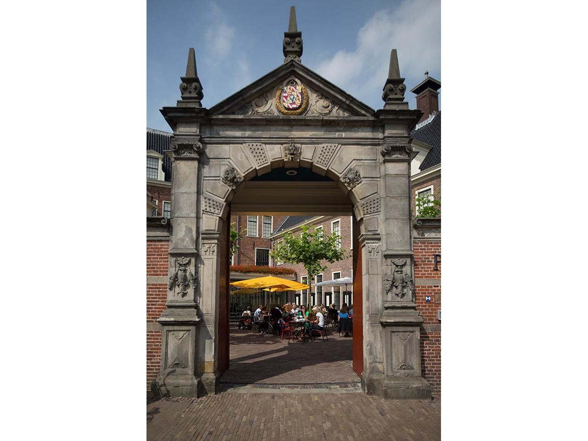 Ze mogen zich als Prinsenhof het beste hotel van Nederland 2015 noemen. En laten daarmee het prestigieuze Waldorf Astoria-hotel in Amsterdam als tweede achter zich en het even befaamde Het Arresthuis in Roermond als derde.
