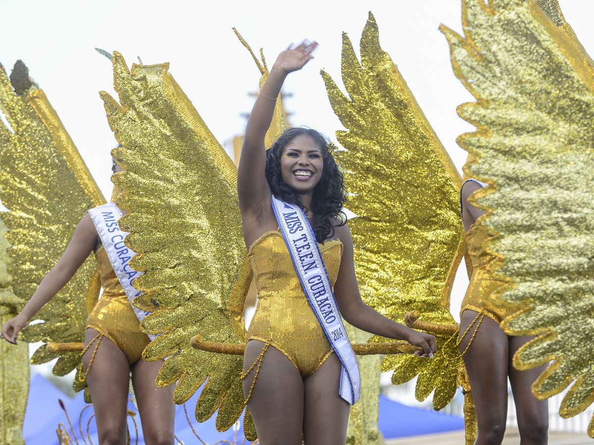 Het carnaval is het grootste feest van het jaar op Curaçao. Het evenement duurt bijna twee maanden en tijdens het hoogtepunt – de Gran Marcha – staan tienduizenden toeschouwers langs de weg om de kleurrijke stoet gade te slaan.